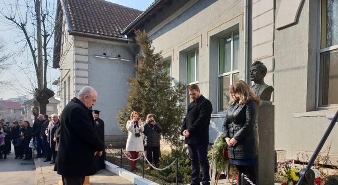 Народният представител от ГЕРБ Владимир Тошев участва във възпоменателната церемония,