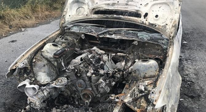 Кола изгоря напълно тази нощ във Варна