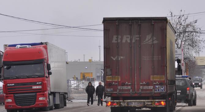 Словенската полиция откри нелегални мигранти в ТИР с български регистрационни