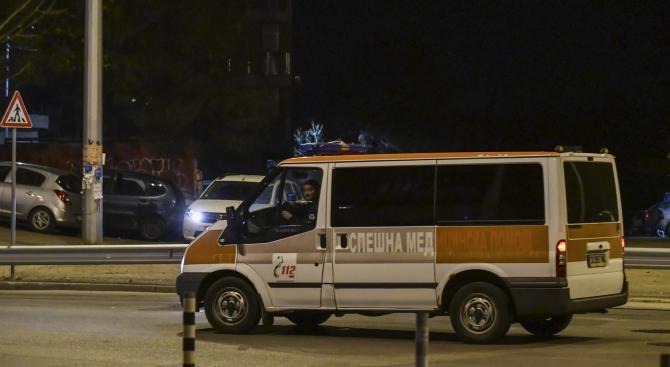 Катастрофа между лек автомобил и ученически автобус е възникнала в