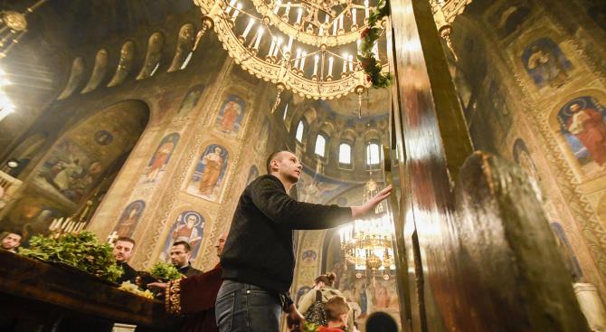 """Храм-паметникът """"Свети Александър Невски"""" не е бил основно реставриран от"""