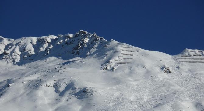 Четирима души бяха извадени изпод лавина, паднала върху ски писта