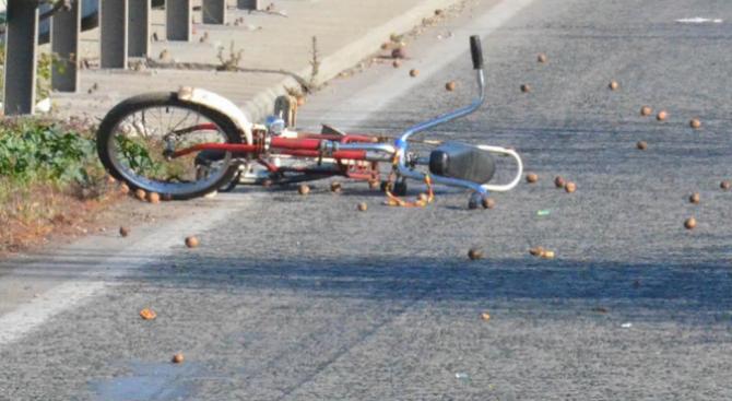 """""""Мерцедес"""" помете велосипедист"""