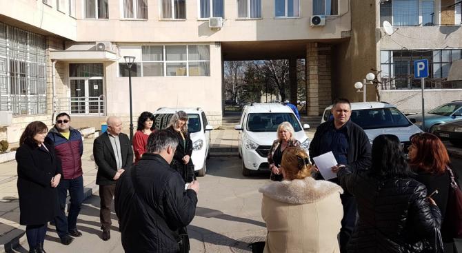 Снимка: С три нови автомобила ще се обслужват потребителите на социални услуги в Разград