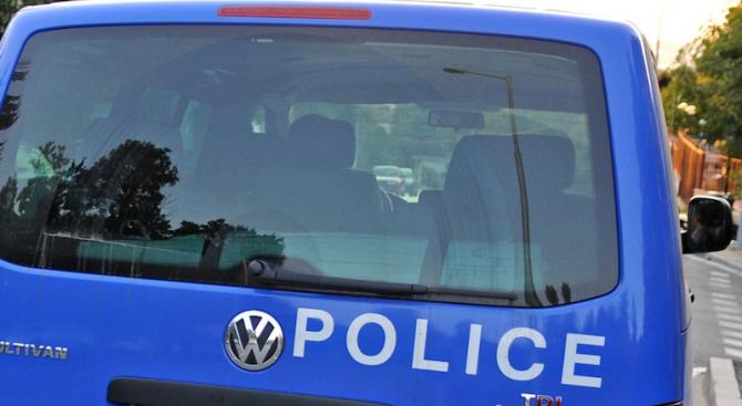 Снимка: Мъж наби полицай при проверка за силна музика