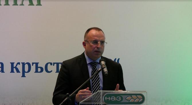 Снимка: Министър Порожанов: Не се очакват преки загуби за българските производители след Брекзит