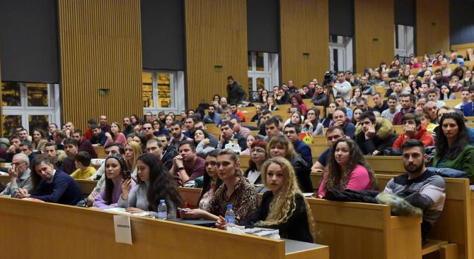 Снимка: Все повече български студенти избират да кандидатстват в чужбина