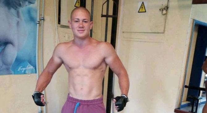 Снимка: 19-годишният Алекс Анков в съда: Съжалявам, не знаех, че така ще стане