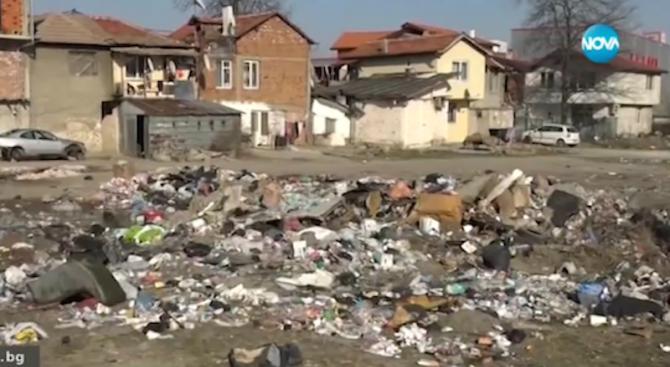 Купища боклуци и мръсотия са ежедневна гледка от терасите в