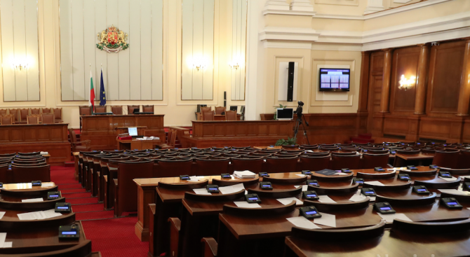 Снимка: Парламентът прие процедурните правила за избор на нова ЦИК