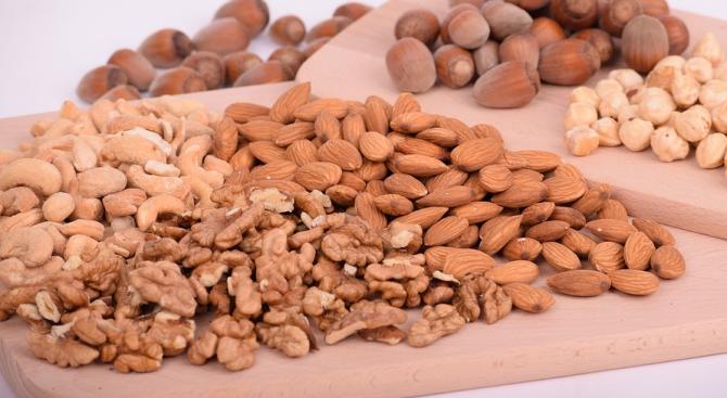 Шепа ядки - орехи, кашу или шамфъстък дневно, намалява опасността