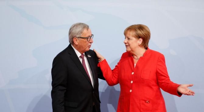Меркел изрази солидарносткъм Юнкер в спорас Унгария