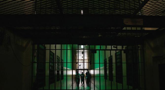 Двама бивши македонски министри бяха жестоко пребити в скопския затвор
