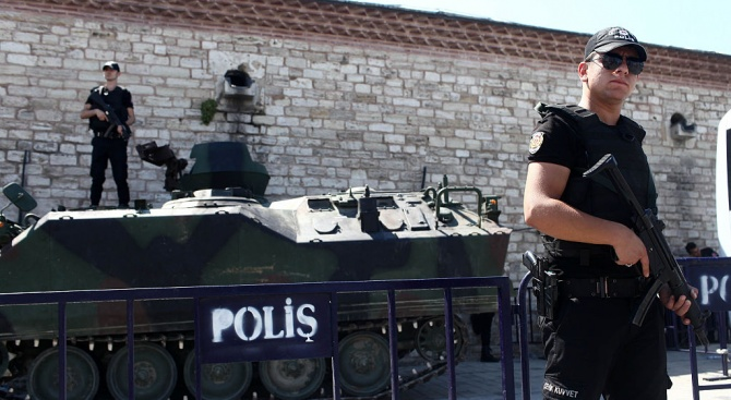 Турция нареди да бъдат задържани 295 военнослужещи заради предполагаеми връзки