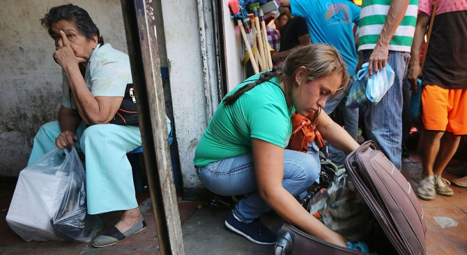 Венецуелското правителство нареди да бъде затворена частично границата с Колумбия
