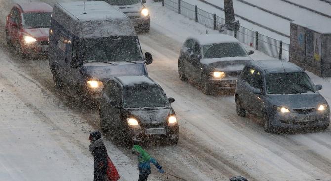 Рязкото влошаване на времето предизвика проблеми по пътищата в Северна