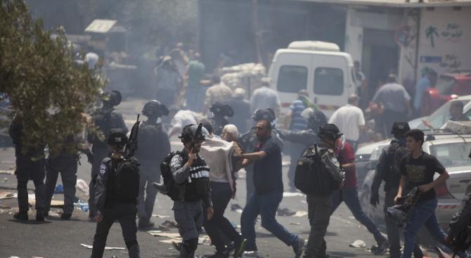 Общо 41 души са арестувани вчера в Алжир по време