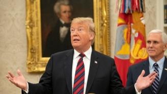 Тръмп може да наложи вето, ако Конгресът отхвърли обявеното от него извънредно положение, намекна Белият дом