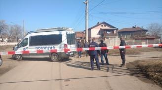 Съседи на убитото семейство в Нови Искър: Бяха затворени хора и не контактуваха много