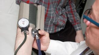 Лекар без права преглеждал пациенти в хотелска стая в Търговище