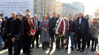 Представители на ПП АБВ поднесоха венци на паметника на Васил Левски