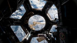 """Роскосмос и """"Спейс адвенчърс"""" сключиха договор за полет на двама космически туристи до МКС"""