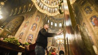 """Огромна част от стенописите в храм-паметника """"Св. Ал. Невски"""" е напълно разрушена"""