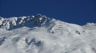 Извадиха 4-ма изпод лавина, паднала в Швейцария