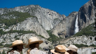 """Огнен водопад"" смая посетителите в ""Йосемити"""