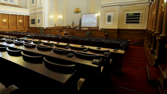 Цветан Цанински: БСП избягаха от парламента по руска заповед, за да не гласуват влизането на Македония в НАТО