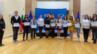 Десетки българи честваха в ЕК предстоящия 3 март по покана на българския еврокомисар Мария Габриел