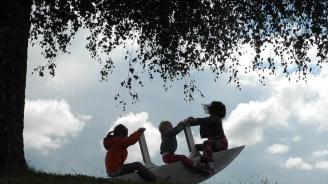 Държавата, в която отказват социална помощ на майка с три деца