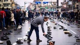 Жители на Скопие оставяха обувки пред кметството в знак на протест