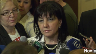 """Караянчева отговори на Нинова за заплатите на """"червените"""" депутати"""