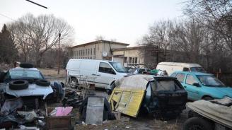 Пернишки полицаи разбиха депо за крадени авточасти