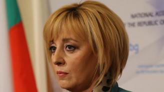 Мая Манолова представя законопроект за ограничаване свръхправомощията на банките