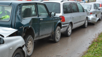 Верижна катастрофа с четири автомобила в Пловдив