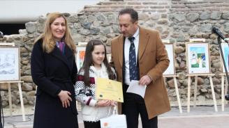 Министър Ангелкова награди деца, отличени в конкурс за рисунка
