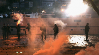 Венецуелската армия откри огън по протестиращи, има жертви и ранени