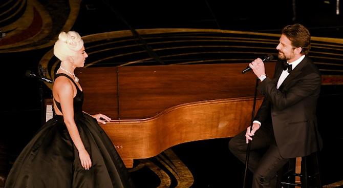 Снимка: Лейди Гага и Брадли Купър взривиха интернет с изпълнението си на Shallow на Оскарите