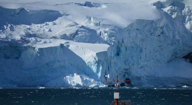 Айсберг два пъти по-голям от Ню Йорк се откъсва от Антарктика