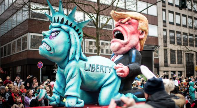 Меркел и Тръмп - водещи карикатури на карнавала в Германия