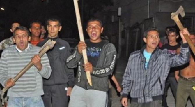 Пияни цигани се млатиха в Роман с брадви и лопати, нападнаха и полицаи