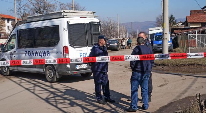 Снимка: Поредно убийство: Мъж уби 54-годишен в село Езерово