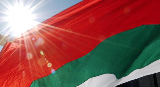 Хиляди знамена раздаде община Симитли за 3 март на гражданите