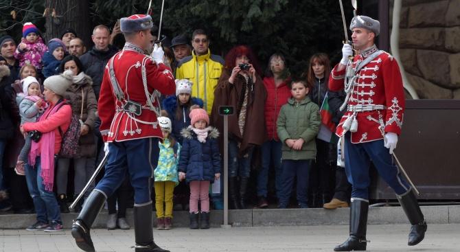 Снимка: Почетния гвардейски караул пред Президентството извърши тържествена смяна за националния празник