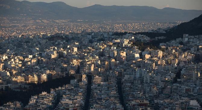 """""""Мудис"""" повиши кредитния рейтинг на Гърция с две степени"""