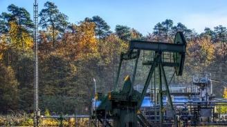 Петролът поевтинява с над 2,5%