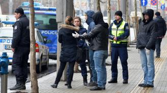 Повдигат четири обвинения на 17-годишния, който блъсна трима полицаи в София