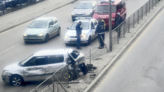 """Верижна катастрофа блокира столичния бул. """"Александър Малинов"""""""